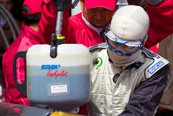 Passage aux stands pour #50 Gazoo Racing Toyota Lexus LF-A: Takayuki Kinoshita, Akira lida, Juighi Wakisaka, Kazuya Ohshima