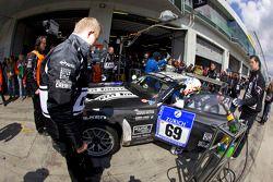 Passage aux stands pour #69 Dürr Motorsport BMW Z4 GT3: Stefan Aust, Rudi Adams, Jochen Obler