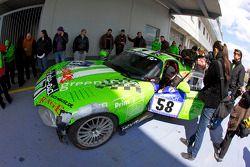 #58 Chrysler Viper: Titus Dittmann, Julius Dittmann, Dag A. van Garrel on pitlane avec damage