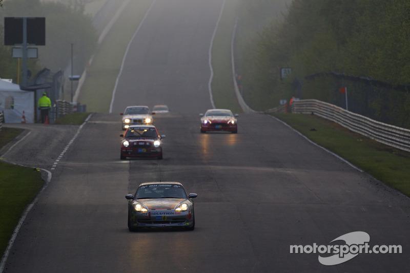 Race actie in de ochtend Döttinger Höhe: #234 Porsche 996: Jörg Wiskirchen, auto'sten Welschar,