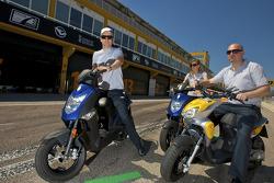 Jamie Green, Persson Motorsport et Susie Stoddart, Persson Motorsport inspectent la piste