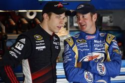 Brad Keselowski, Penske Racing Dodge y Kurt Busch, Penske Racing Dodge