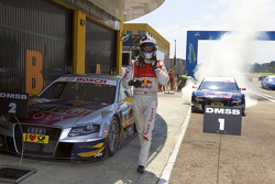 vainqueur Mattias Ekström, Audi Sport Team Abt Audi A4 DTM fête son succès avec un burnout while 2e