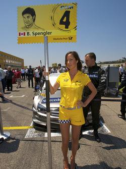 Grid girl pour Bruno Spengler, Team HWA AMG Mercedes