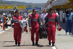 Audi Sport Team Abt membres de l'équipe en route pour la grille de départ