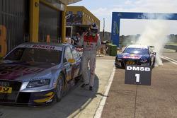 vainqueur Mattias Ekström, Audi Sport Team Abt Audi A4 DTM fête son succès avec un burnout while 2e Martin Tomczyk, Audi Sport Team Abt looks on