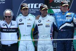 Podium: vainqueur Andy Priaulx, BMW Team RBM, 2e Augusto Farfus, BMW Team RBM, 3e Robert Huff, Chevrolet, Chevrolet Cruze LT