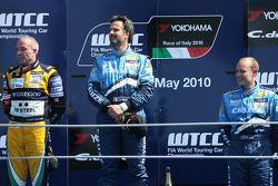 Podium: vainqueur Yvan Muller, Chevrolet, Chevrolet Cruze LT, 2e Tom Coronel, 3e Robert Huff