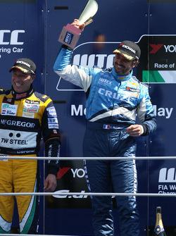 Podium: vainqueur Yvan Muller, Chevrolet, Chevrolet Cruze LT