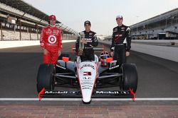 Front row photoshoot: Helio Castroneves, Penske Team, Will Power, Penske Team, Dario Franchitti, Tar