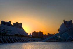 Le soleil se couche sur la Cité des Arts et des Sciences
