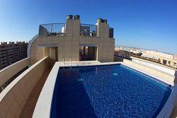 Гостиница в Валенсии с видом на трассу