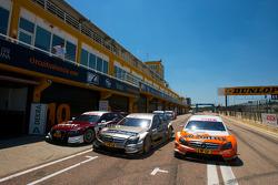Gary Paffett, Team HWA AMG Mercedes C-Klasse arrive dans le parc fermé après les qualifications