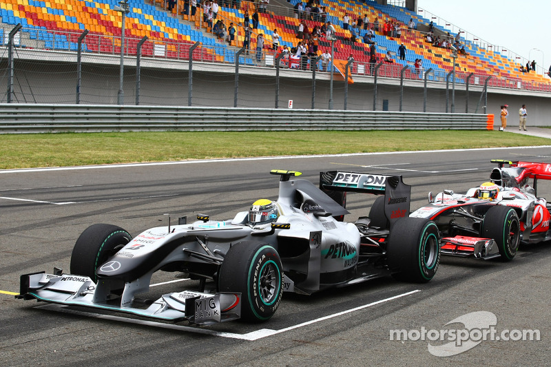 Nico Rosberg, Mercedes GP ve Lewis Hamilton, McLaren Mercedes make practice starts