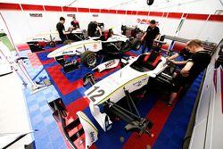Nigel Melker, Renger Van Der Zande, Tobias Hegewald in de garage
