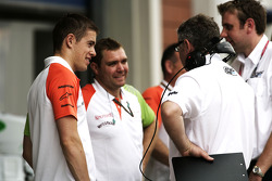 Paul di Resta, Force India VJM03 Mercedes, talks to the Atech team