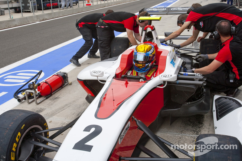 2010 Esteban Gutiérrez en los pits GP3