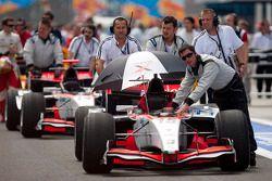 Rapax team met wagens Pastor Maldonado en Luiz Razia