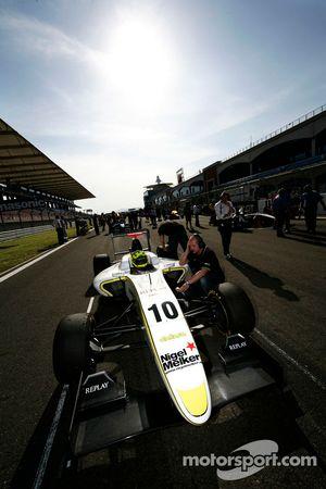 Nigel Melker en pole position sur la grille