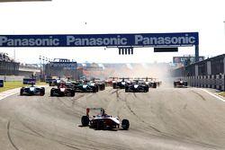 Esteban Gutierrez leads James Jakes, Felipe Guimaraes and the field at the start of the race