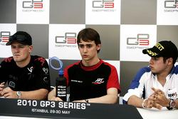 Esteban Gutierrez met James Jakes en Felipe Guimaraes in de persconferentie