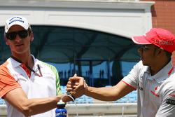 Парад пилотов - Адриан Сутиль, Force India F1 Team и льюис Хэмилтон, McLaren Mercedes