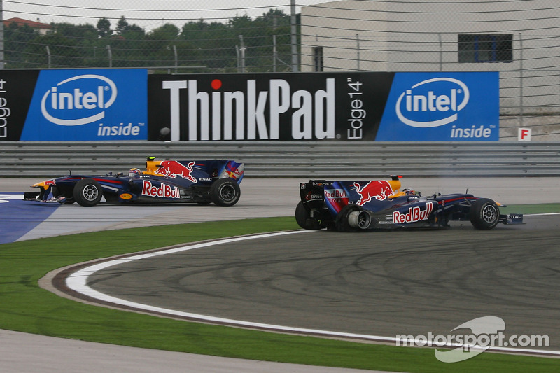 Mark Webber, Red Bull Racing and Sebastian Vettel, Red Bull Racing crash