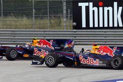 Crash: Mark Webber, Red Bull Racing; Sebastian Vettel, Red Bull Racing