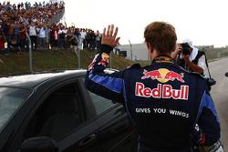 Sebastian Vettel, Red Bull Racing, tras su accidente con su compañero Webber