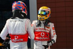 Yarış galibi Lewis Hamilton, McLaren Mercedes, 2. Jenson Button, McLaren Mercedes