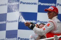 Podio: il vincitore Lewis Hamilton, McLaren Mercedes