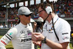 Michael Schumacher, Mercedes GP, Andrew Shovlin, Mercedes GP, ingeniero de carrera Senior de Michael