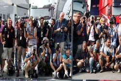 Fotoğrafçılar,wait for Mclaren team celebration photograph