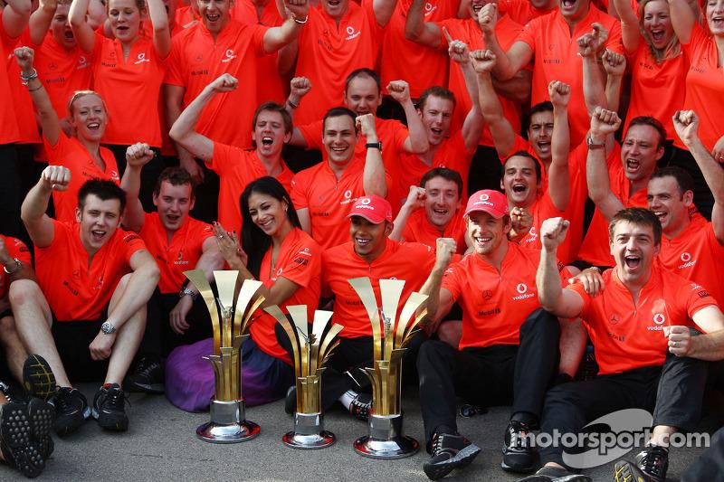 Mclaren team celebration, Nicole Scherzinger, Şarkıcı Pussycat Dolls ve kız arkadaşı, Lewis Hamilton, Lewis Hamilton, McLaren Mercedes, Jenson Button, McLaren Mercedes