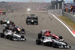 Kamui Kobayashi, BMW Sauber F1 Team leads Fernando Alonso, Scuderia Ferrari