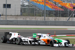 Adrian Sutil, Force India F1 Team leads Kamui Kobayashi, BMW Sauber F1 Team