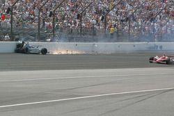 Raphael Matos, de Ferran Dragon Racing wrecks in the south short chute