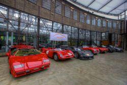 Lamborghini Countach en andere auto's in de hal