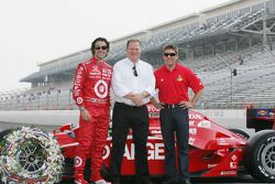 2010 Indianapolis 500 Champion Dario Franchitti, Target Chip Ganassi Racing, 2010 Daytona 500 Winner
