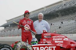 2010 Indianapolis 500 Champion Dario Franchitti, Target Chip Ganassi Racing receives a custom rifle