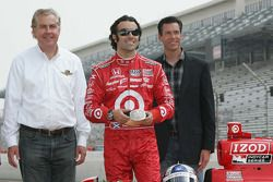2010 Indianapolis 500 Champion Dario Franchitti, Target Chip Ganassi Racing receives a special belt