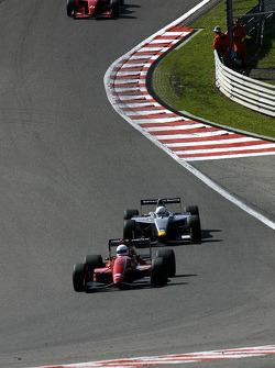 #32 Dan Daly, Reynard 92D F3000 en #22 Carlos Antunes Tavares, Dallara Nissan WS en #21 Karl-Heinz B