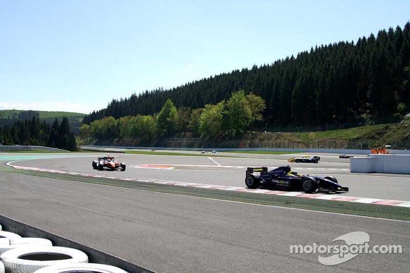 Einde van de eerste ronde: #8 Ingo Gerstl, Dallara GP2 en #1 Henk de Boer, Panoz DP01 Champcar