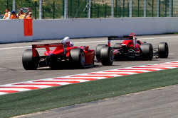 #32 Dan Daly, Reynard 92D F3000 en #21 Karl-Heinz Becker, Dallara Nissan WS