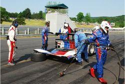 L'équipe arrête son travail sur la Porsche Riley