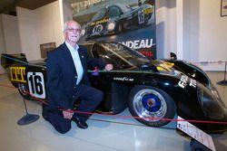 Cérémonie de commémoration des 30 ans de lavictoire de Jean Rondeau et Jean-Pierre Jaussaud au 24h du Mans 1980: Jean-Pierre Jaussaud avec la Rondeau M379B victorieuse