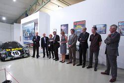 Cérémonie de commémoration des 30 ans de lavictoire de Jean Rondeau et Jean-Pierre Jaussaud au 24h du Mans 1980: Jean-Pierre Jaussaud et ses invités sur la scène