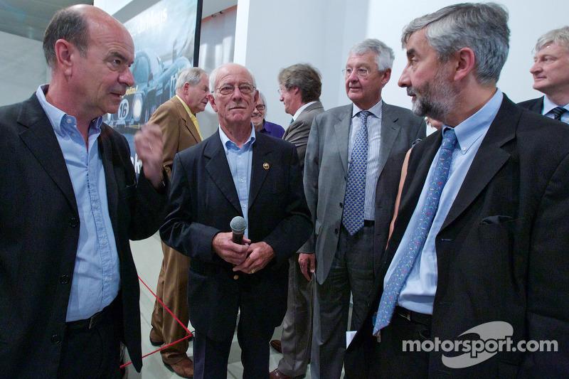 Ceremonie voor het herdenken van Jean Rondeau en Jean-Pierre Jaussaud van de 1980 24 Hours of Le Mans: Jean-Pierre Jaussaud