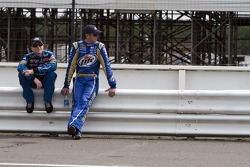Mark Martin, Hendrick Motorsports Chevrolet et Kurt Busch, Penske Racing Dodge