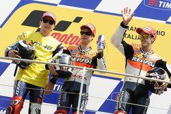Подиум: победитель гонки - Дани Педроса, Repsol Honda Team, второе место - Хорхе Лоренсо, Fiat Yamah